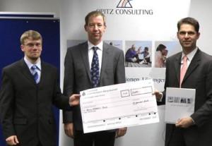 v.l.n.r.: Preisträger Markus Thill, B.Sc., Betreuer Prof. Dr. Wolfgang Konen,  Laudator Dr. Jan Coupette